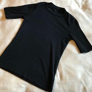 Uniqlo mock neck short sleeve t-shirt